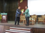 19 Penyampaian Cenderhati Prof Badhrul